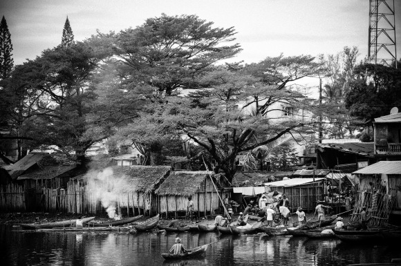 Fishermen are preparing for the day in Mananjary.